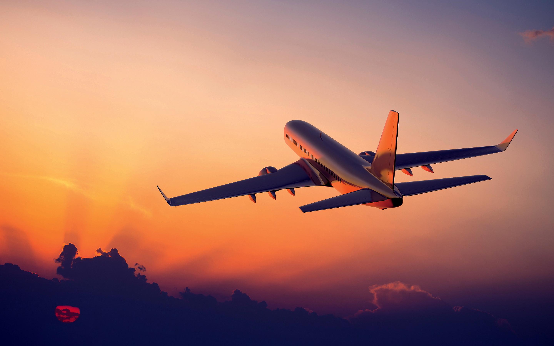 Ndryshimet që i ndodhin trupit kur udhëtoni me avion