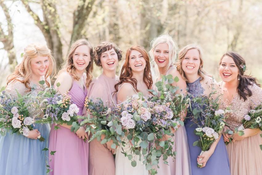 Si të visheni kur jeni mysafire e një dasme në pranverë
