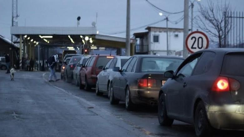 900 metra kolona për të dalë nga Kosova, këto janë pritjet nëpër pikat kufitare