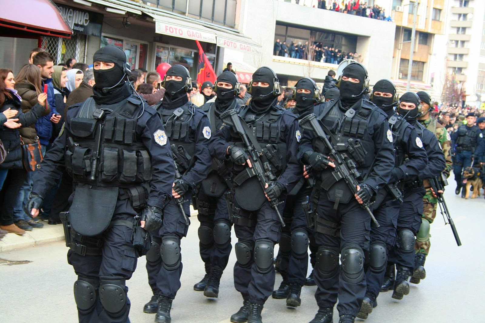 Certifikohen 82 zyrtarë policorë për tu bërë pjesë e Njësisë Speciale Operative të PK-së | Ekonomia Online