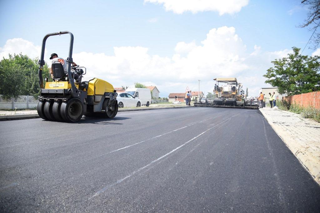Filloi asfaltimi i segmentit të pestë të rrugës Besi Podujevë