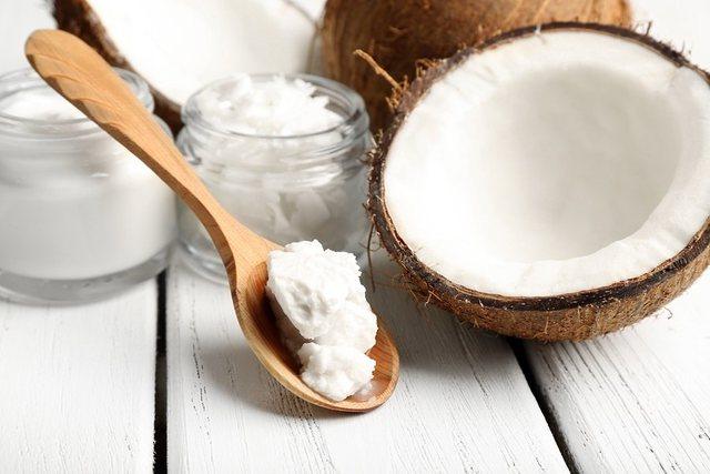 Pse vaji i kokosit është zgjidhja e çdo problemi me flokët