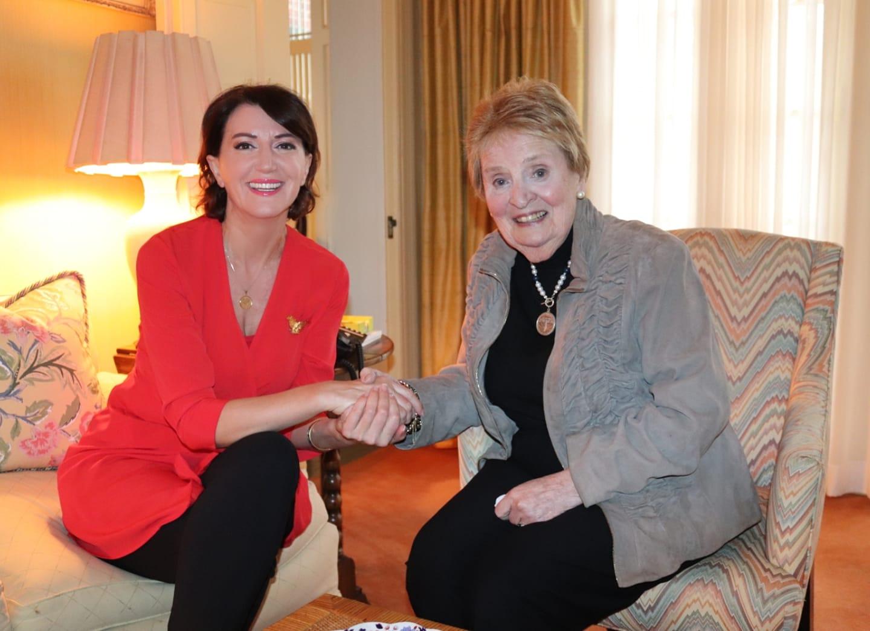 Jahjaga takon Albright  Jemi me fat që të kemi Sekretare