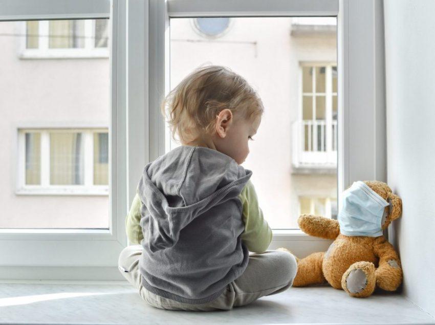 Si të kujdesemi për lëkurën dhe rrobat e bebes?