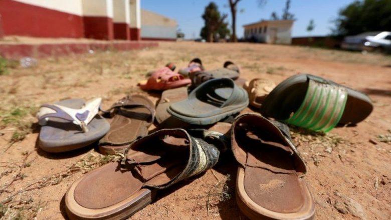 Qindra nxënëse dyshohet se janë rrëmbyer në një shkollë të Nigerisë