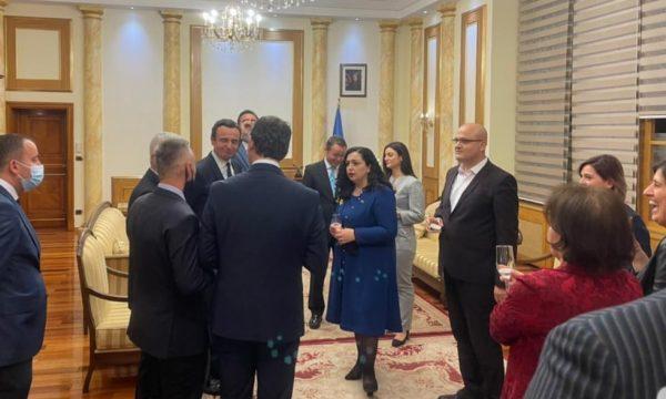 Kurti, Osmani e Konjufca festojnë pas formimit të institucioneve