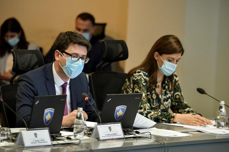 Qeveria ndan 6 milionë euro për bizneset, 8.5 milionë për skemat sociale dhe mbi 5 milionë për policët e mjekët